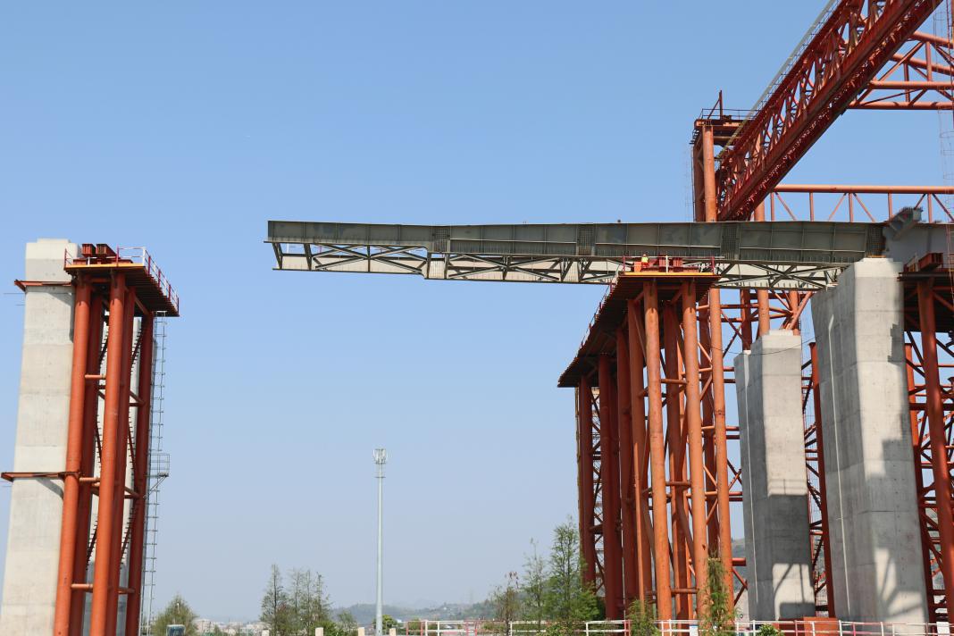 千斤顶同步顶推复位大型桥梁